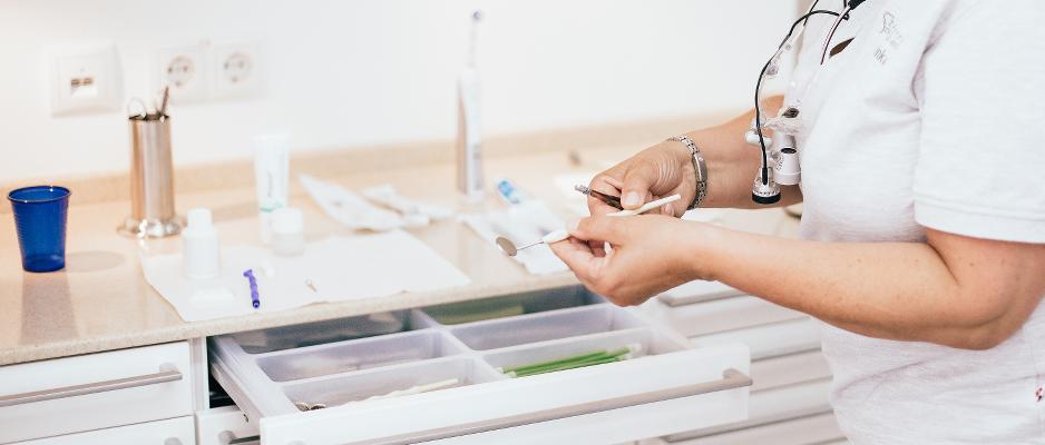 Vorbereitung zur Parodontitis Nachsorgebehandlung